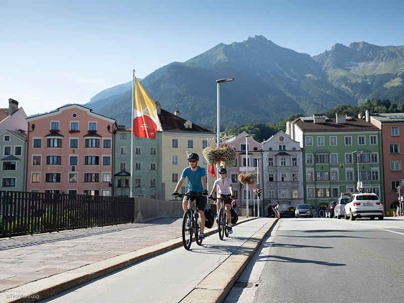 The mountains in Tyrol and Salzburg frame this cycle trip along the picturesque Inn Cycle Route. In the Salzburger Land you come across famous towns like Saalfelden and Hochfilzen before you enter the city of Mozart, Salzburg.
